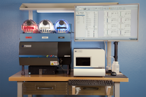 Closeup Front View of Stratedigm StrateBench Table with S1000Exi and A600 High Throughput Auto Sampler (HTAS)