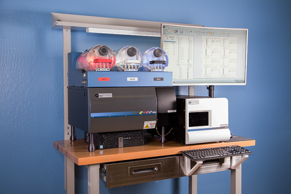 Angled View of Stratedigm StrateBench Table with S1000Exi and A600 High Throughput Auto Sampler (HTAS)